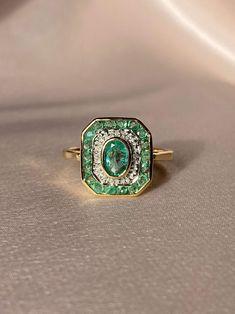 9k Emerald Diamond Target Deco Ring – 23carat Emerald Ring Vintage, Emerald Jewelry, Emerald Diamond, Diamond Jewelry, Art Deco Emerald Ring, High Jewelry, Antique Rings, Vintage Rings, Antique Jewelry