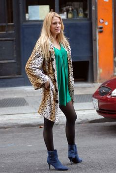 Serena's Thanksgiving outfit (last year) from the Gossip Girl Thanksgiving episode in Season 1.
