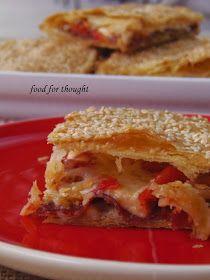 Από τις πιο απλές εκδοχές πίτας που μπορεί κανείς να φτιάξει σε χρόνο μηδέν, αρκεί να του αρέσει το βασικό υλικό της, ο παστο...