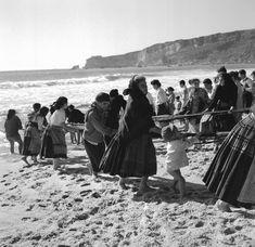 Nazaré, 1953-57, ph. Artur Pastor Portugal, People Like, Monochrome, 1, Culture, Photographs, Photos, Street Photography, Old Pictures