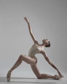 Dance Picture Poses, Dance Photo Shoot, Dance Poses, Dance Photoshoot Ideas, Ballet Pictures, Dance Pictures, Pose Reference Photo, Art Reference Poses, Ballerina Poses