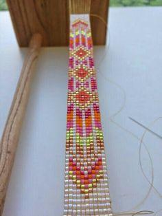 Cool colors and pattern Loom Bracelet Patterns, Bead Loom Bracelets, Bead Loom Patterns, Woven Bracelets, Beading Patterns, Bracelet Designs, Loom Bands, Bead Loom Designs, Motifs Perler