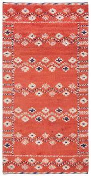 """MATTA, """"Röda Slingan"""", rya. 208,5 x 104. Signerad AB MMF. (AB Märta Måås-Fjetterström). Komponerad 1928. Tillverkad efter 1941."""