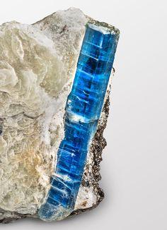 Kyanit 6 cm von der Alpe Sponda TI Kyanite 6 cm from Alpe Sponda / Switzerland Copyright: Thomas Krauer Gems And Minerals, Geology, Switzerland, Paleo, Rocks, Bling, Gemstones, Beautiful, Jewelry