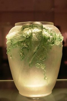 Image from Jose Luiz. Learn more about Rene Lalique's incredible glass work here: http://www.causeafrockus.com/2014/01/rene-lalique/