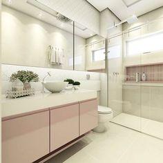 Um banheiro delicado para uma princesa! ✨ Um toque de Rosa e revestimento em auto relevo. Detalhe para o armário superior com portas de correr revestidas de espelhos e iluminação retroativa. ☺️