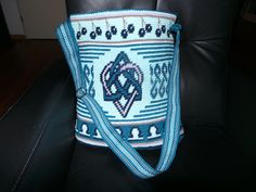 Tas voor mijn dochter Renske. Met geweven band.  Ontwerp Annemieke Ruijper. Tapestry Crochet, Rock Revival, Hand Bags, Patterns, Chiffon, Handbags, Block Prints, Pattern, Purse
