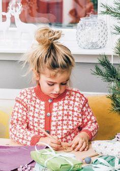 Paula Kofte Knitting For Kids, Handicraft, Knitwear, Knit Crochet, Kids Outfits, Flower Girl Dresses, Wedding Dresses, Children, Sweaters