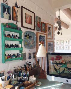 I temporarily set up my studio in the dining room until I move into the new studio/workshop Manolo is going to build  Me instalé con mi estudio temporalmente en el comedor de la casa hasta que me mude al nuevo taller que va a construir Manolo.
