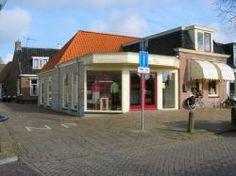 Stoffenwinkel ES-MA; in dit pand was voorheen een smederij gevestigd