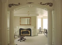 Awesome archway, set off with mini columns! (The columns would be a bit too grand for my house, but I could definitely do the archway. Interior Columns, Interior Design Photos, Lounge Design, Archways In Homes, Gypsum Decoration, Gate Decoration, Decorations, Decorative Pillars, Pillar Design