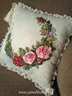 Ribbon Embroidery Tutorial, Hand Embroidery Stitches, Silk Ribbon Embroidery, Beaded Embroidery, Embroidery Patterns, Ribbon Art, Ribbon Crafts, Dresden Plate Quilts, Pillow Cover Design