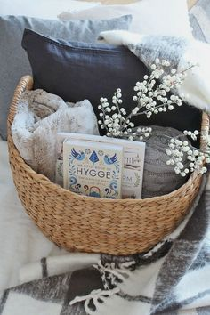 Add some hygge to your life this winter with these simple tips. Cozy up, add some hygge to your winter decor, and enjoy the simple things in life! lifestyle winter How to Add Hygge to Your Home - Clean and Scentsible Cute Dorm Rooms, Cool Rooms, Easy Home Decor, Handmade Home Decor, Casa Hygge, Diy Home Decor For Apartments, Deco Nature, Cozy House, Home Decor Accessories