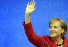Merkel Se Machuca Esquiando E Ficará Três Semanas Em Repouso, Diz Porta-Voz | A chanceler alemã, Angela Merkel, machucou a pélvis após ter sofrido um acidente enquanto esquiava na Suíça e ficará de repouso pelas próximas três semanas, afirmou seu porta-voz Steffen Seibert nesta segunda-feira (6). http://mundoemmanchete.blogspot.com.br/2014/01/merkel-se-machuca-esquiando-e-ficara.html
