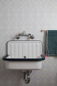 Creative Bathroom Sink Ideas You Should Try The cutest vintage sink. The wallpaper and towel are Bathroom Sink Design, Bathroom Cabinets, Modern Bathroom, Small Bathroom, Bathroom Vanities, Bathroom Ideas, Bronze Bathroom, Vintage Bathrooms, Master Bathroom