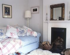Cosy cushions  ~ lovingly repinned by www.skipperwoodhome.co.uk