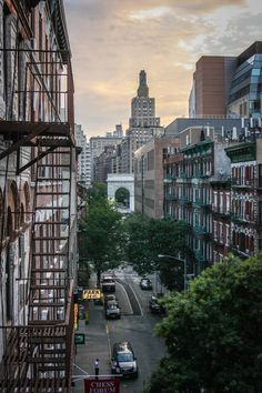 Early Sunday morning, Greenwich Village, NYC. It's things like this that make me wanna live in New York.