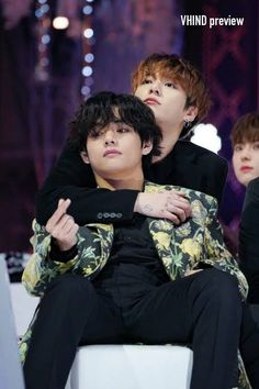 "taekook 🐾 JK DAY 🐰 on Twitter: ""same hug, same hearts, same feelings… "" Bts Taehyung, Bts Bangtan Boy, Bts Jungkook And V, Foto Bts, Taekook, Vkook Memes, Bts Memes, Namjin, Yoonmin"