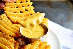 {Copycat} Chick-Fil-A Sauce. This Copycat Chick-Fil-A Sauce is perfect for dipping fries chicken or whatever else your heart desires. Super easy to make at home. Dip Recipes, Sauce Recipes, Cooking Recipes, Copykat Recipes, Big Mac, Chutneys, Chick Fil A Sauce, French Fries Recipe, Sauces