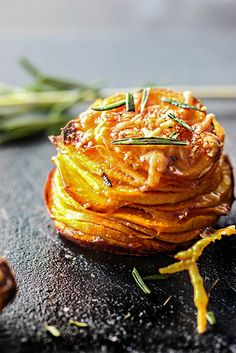 things differently with these garlic Parmesan sweet potato stacks. With crispy brown edges and soft tender centers, fresh rosemary, garlic, butter and Parmesan! Sweet Potato Slices, Sweet Potato Recipes, Garlic Parmesan, Garlic Butter, Side Dish Recipes, Vegetable Recipes, Candied Sweet Potatoes, Mets, Food Dishes