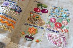 헬렌정 프랑스 자수 배우기 프랑스 자수.. 참 흥미롭습니다. 똑같이 가르쳐 드렸어요.. 진정 똑같이 배우셨... Hand Embroidery Stitches, Cross Stitch Embroidery, Embroidery Designs, Stitch Book, Needlework, Arts And Crafts, Quilts, Sewing, Crochet