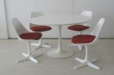 """""""Set van 4 stoelen en een tafel. Ontworpen door Maurice Burke voor Arkana."""" - love this but with different color cushions"""