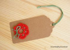 Six beautifus handmade crocheted motifs on Christmas gift tags.  You will receive 6 gift tags in natural brown color with crochet applique.