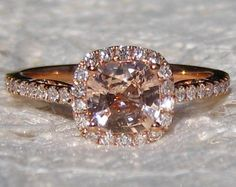 Certified Peach Pink Cushion Sapphire Diamond Halo por SundariGems