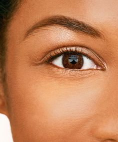 Get all the details on henna brow tinting, and how it differs from a traditional brow tinting treatment. Henna Eyebrows, Sparse Eyebrows, Bushy Eyebrows, Thin Eyebrows, Permanent Eyebrows, Eye Brows, Perfect Eyes, Perfect Eyebrows, Matte Makeup