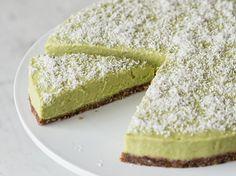 VeganeAvocado-Limetten-Tarte im Kühlschrank gebacken