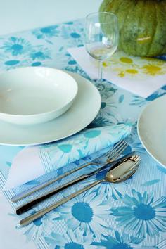 Variedad de diseños y calidad en la mesa! Manteles y servilletas desechables elaboradas en papel tejido y estampado en colores de moda.