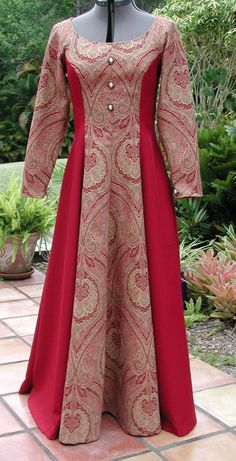 Renaissance Dress, Once Upon a Time Dress, Bernice, Bringer of Victory, Long Dress size Princ Indian Fashion Dresses, Arab Fashion, Indian Gowns, Fashion Outfits, Long Dress Design, Stylish Dress Designs, Long Gown Dress, Long Dresses, Casual Dresses