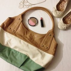 Tri-Color Purse Offer $3 under list price so we can split the cost of shipping! Large teal, white, and tan purse with large single pocket, 1 zipper pocket, 2 side pockets perfect for cell phone/keys. There is a stain on the bottom inside of purse (lipstick?) that may wash out. Good used condition⭐️⭐️⭐️ ✅ASK QUESTIONS ✅Bundle ✅Offers ❌NO Trades ❌NO Off-Site Transactions Bags Hobos