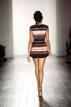 RESORT 2018 - VALENTİNO #resort #2018 #valentino #tekdesen #comment #design #studio #textile #print #printdesign #textiledesign #designer #trend #catwalk #fashion #show #style #woman #bursa #turkey #hulyayalcin #model