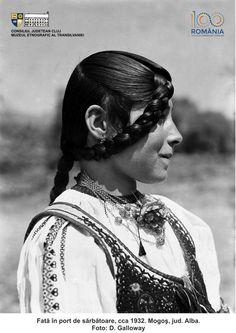 Folk Costume, Costumes, Romanian Women, Fashion Now, Dream Dress, Traditional Outfits, Moldova, Arya, Ethnic