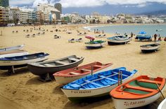 Playa de las Canteras, Las Palmas de Gran Canaria Atlantic City, Canary Islands, Beautiful Places, Boats, Travelling, Summer, Santa Cruz, Dreams, Wall