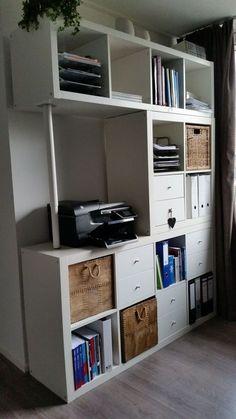 Création d'une grande étagère avec trois différentes étagères  (une de quatre cases rectangulaire, une de quatre cases carré et un de huit cases) et un pied de table