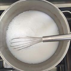 Zelf je eigen wasmiddel maken met slechts drie ingrediënten. Even roeren en je hebt in 5 minuten je eigen wasmiddel gemaakt, genoeg voor een aantal weken.