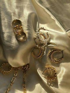 Beads Jewelry, Cute Jewelry, Jewelry Accessories, Fashion Accessories, Fashion Jewelry, Gold Fashion, Fashion Fashion, Classy Fashion, Party Fashion