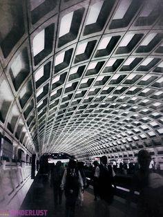 El sistema de metros en Washington DC, una estación que llama la atención con sus formas.
