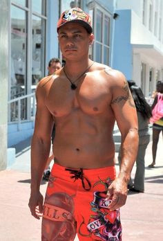 Pauly D And Vinnie Of Jersey Shore Leave Their Miami Hotel
