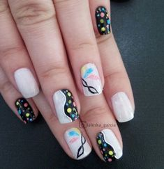 Unhas decoradas para carnaval para garantir sua folia. Veja várias opções aqui nos nossos tutoriais de nail art para você arrasar.