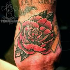 Wee rose filler on ze dad the other day. No doubt background etc to come.  #handtattoo #fillertattoo #rosetattoo