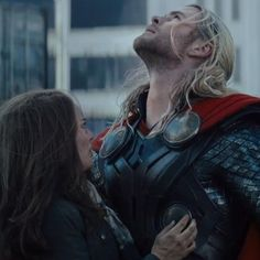 A new official trailer for the upcoming Thor 2: The Dark World is out.