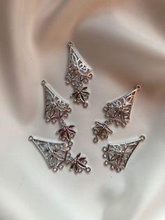 Zilverkleurige hanger, kan ook als oorhanger gebruikt worden door BeautifullSieraden op Etsy