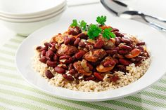 Red beans and rice is a staple in many cultures. This flavourful version substitutes canned beans for dried ones and uses lean turkey sausage to keep saturated fat in check. Dutch Recipes, Dog Food Recipes, Cooking Recipes, Healthy Recipes, Smoked Turkey, Smoked Pork, Quinoa Burgers, Cooking Dried Beans, Gluten Free Rice