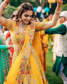 Elegant Looks Which We Love :- AwesomeLifestyleFashion Indian Bridal Outfits, Indian Bridal Fashion, Indian Fashion Dresses, Indian Gowns, Indian Designer Outfits, Indian Attire, Indian Wedding Dresses, Indian Wear, Mode Bollywood