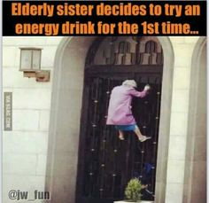 Who's 72 year old - Cancer Warrior- Momz climbs a 3 story house because she locked herself out? I'm telling you I'm going to have a heart attack one of these days! Note: this picture is NOT my Momz. Very Funny Memes, Wtf Funny, Hilarious, Jw Humor, Funny Humor, I Laughed, Life Is Good, Fun Facts, Funny Pictures