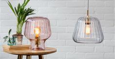 Ewer, une lampe de table, rose poudré et laiton polis | made.com