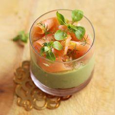 Avocado mousse with smoked salmon Tapas, Avocado Mousse, Avocado Cream, Salmon And Shrimp, Xmas Food, Smoked Salmon, Salmon Avocado, Appetisers, Fish Dishes